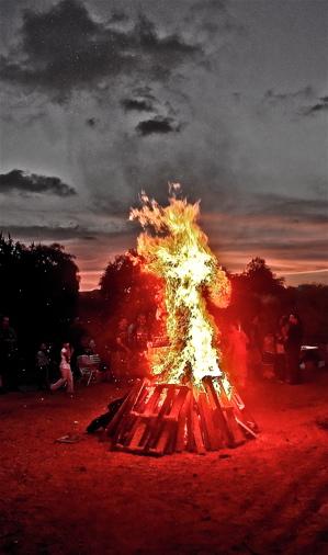 Lag-BaOmer-bonfire
